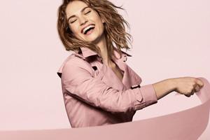 Все оттенки розового в кампейне аромата My Burberry Blush