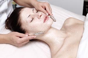 Стоит попробовать: массаж серебряными ложками