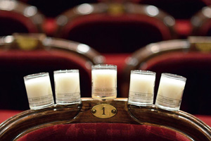 Главный французский театр «Комеди Франсез» выпустил свечи с ароматом театра