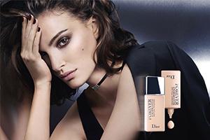 Натали Портман в рекламной кампании тональных средств Dior Forever Undercover