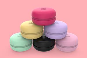 Американский бренд аксессуаров Milk + Sass выпустил расчёски в форме макарона
