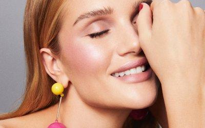 Рози Хантингтон-Уайтли запускает собственный бренд макияжа Rose Inc
