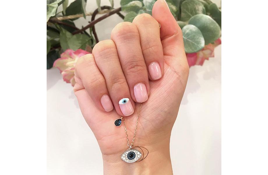 Маникюр глаз