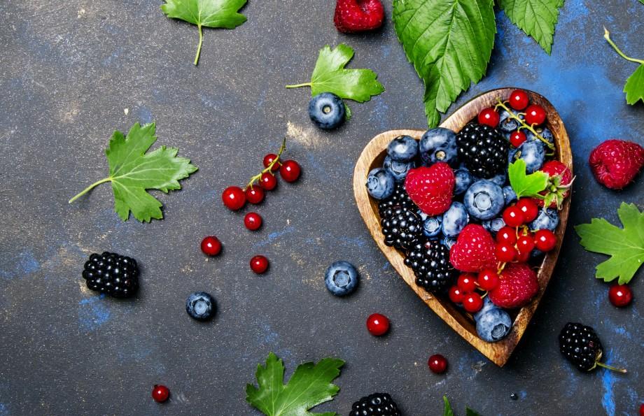 ягоды (малина, ежевика, черника)