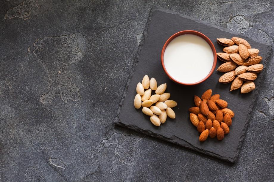 растительное молоко (миндальное, соевое, кокосовое)