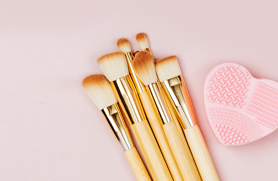 На верном пути: как правильно чистить кисти для макияжа?