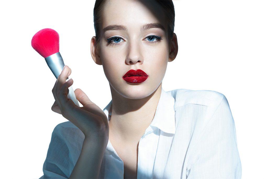 коррекция формы губ с помощью макияжа