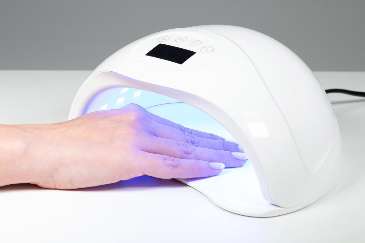 Как выбрать лампу для гелевого наращивания ногтей?
