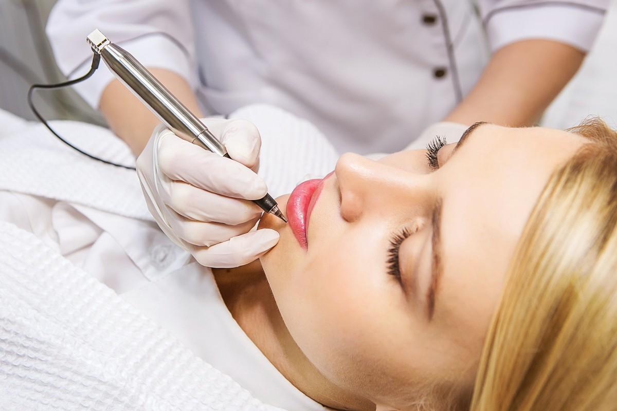Камуфляж: сложная технология перманентного макияжа губ
