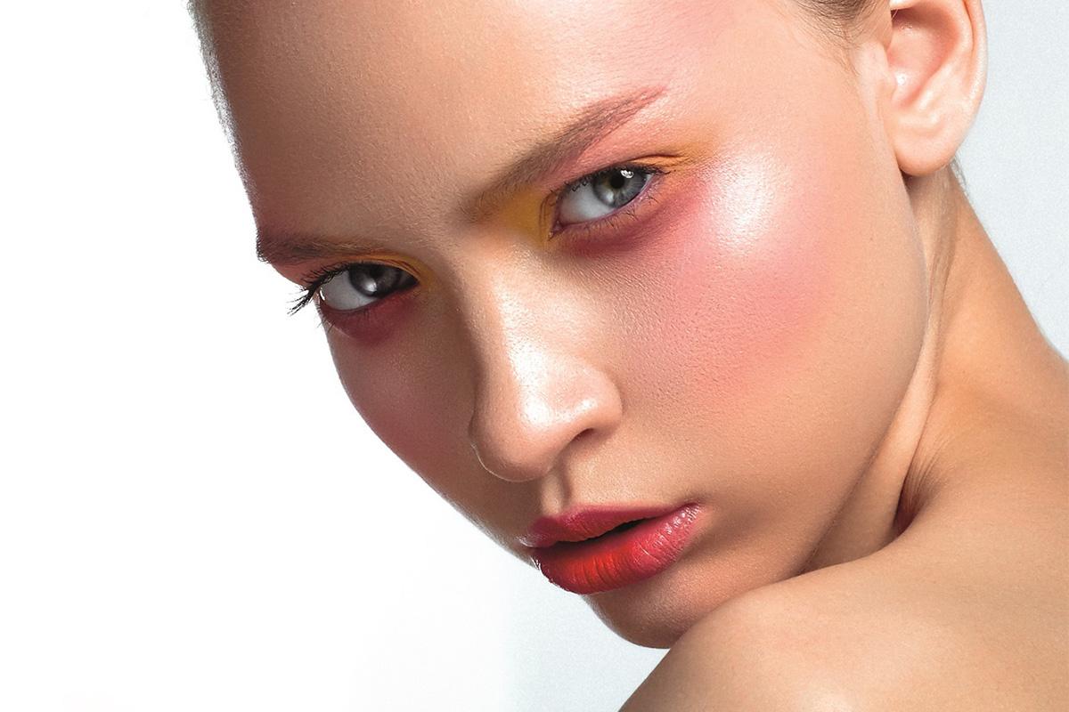 Добавить красок: яркий летний макияж пошагово