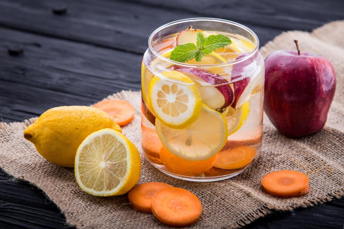 Яблуко, лимон і морква