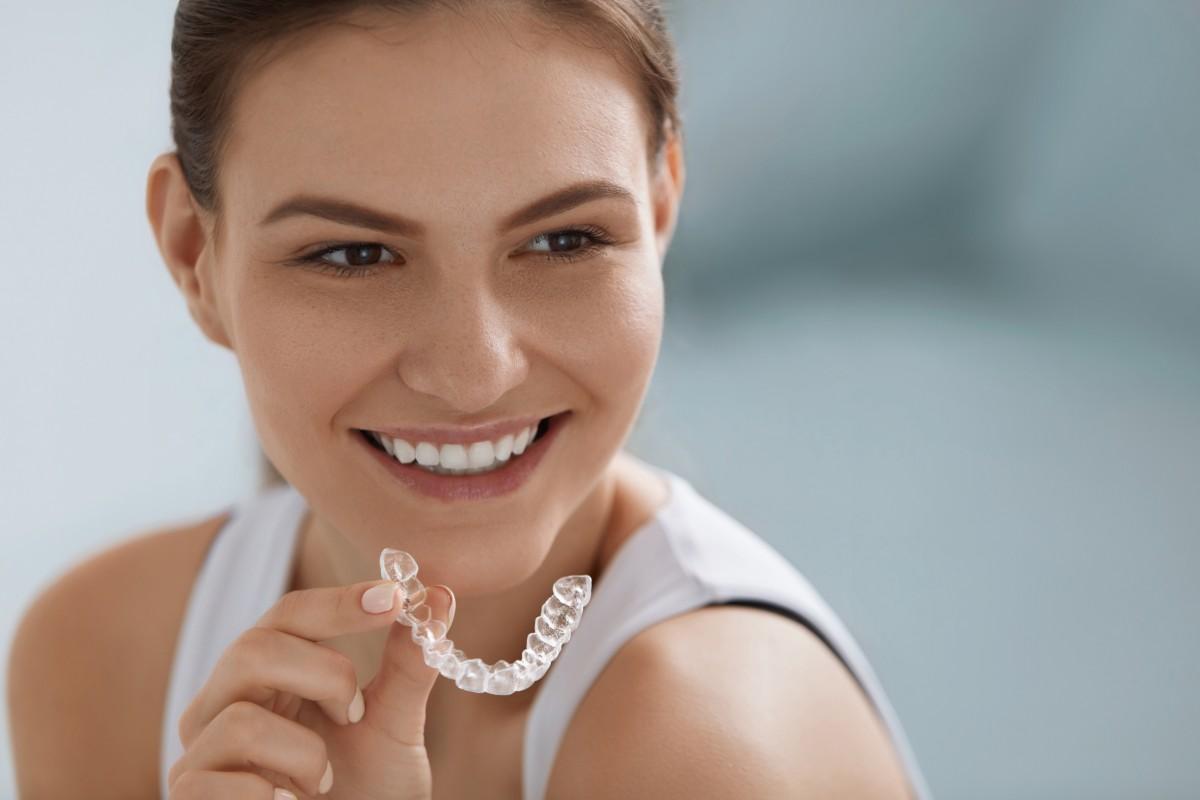 как выровнять зубы без брекетов взрослым