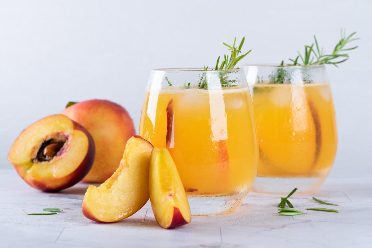 Персиковый пунш с бурбоном