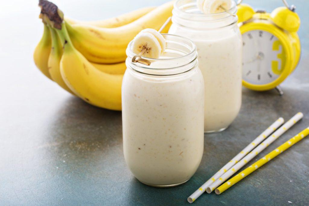 рецепт протеинового смузи с бананом и арахисовой пастой