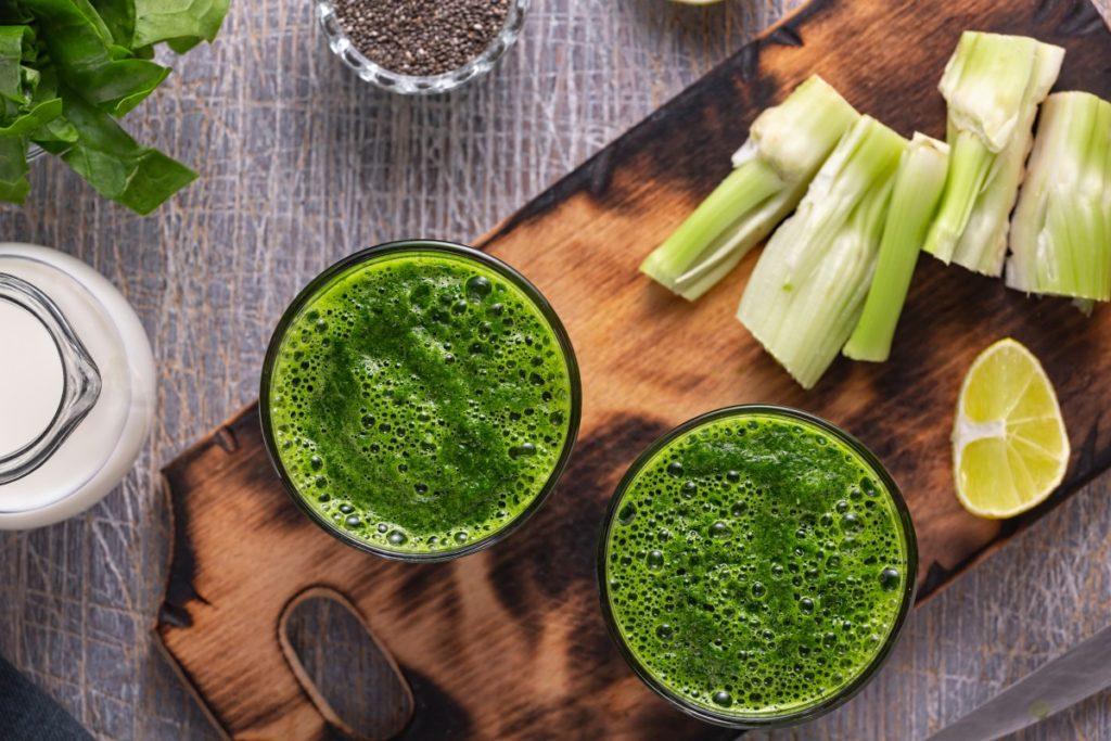 Зеленый детокс-смузи с сельдереем