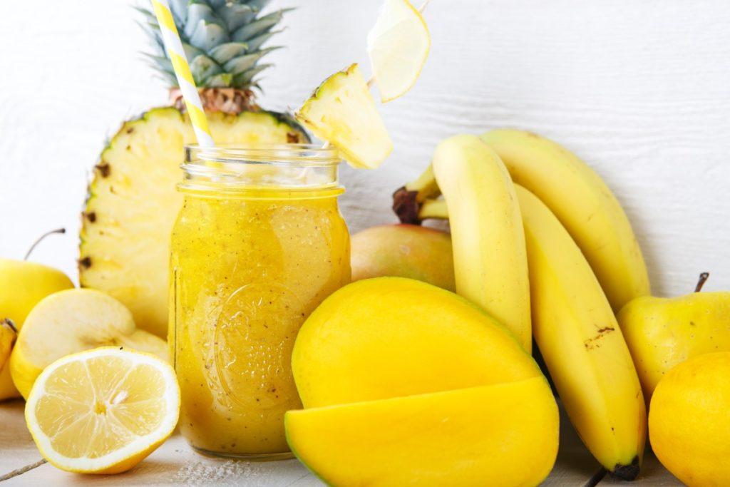 Ананасовый детокс-смузи с бананом