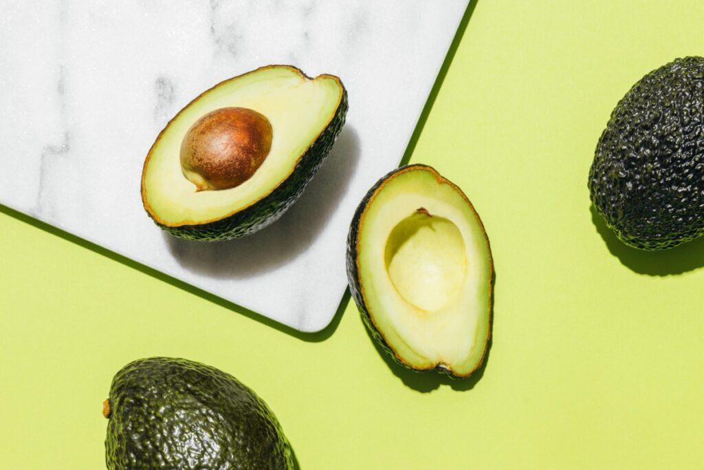 Когда лучше есть авокадо: утром или вечером