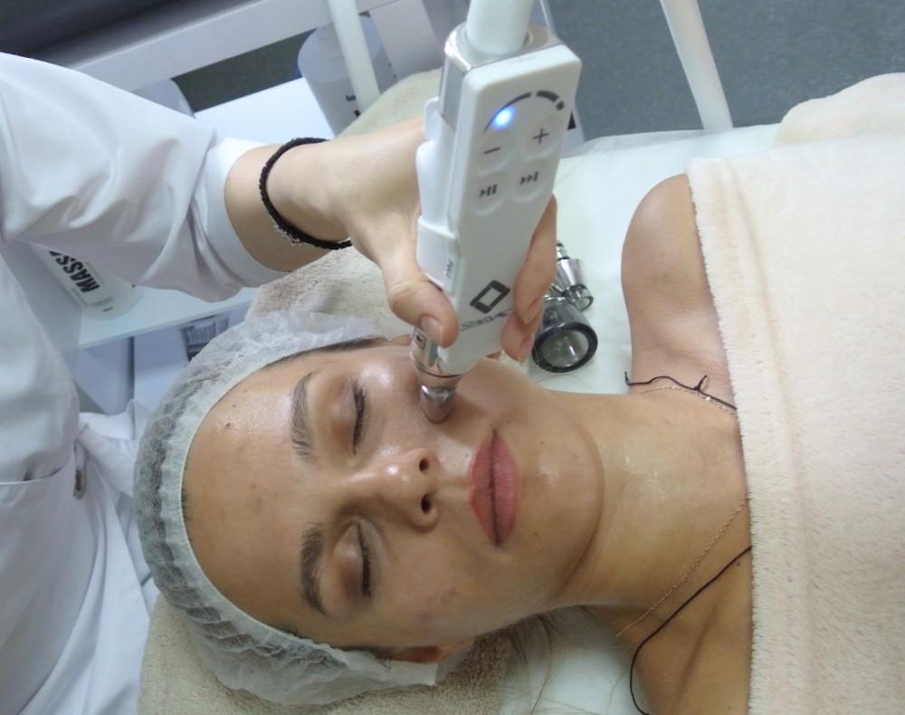 Аппаратные методики для ухода за кожей губ: топ-3