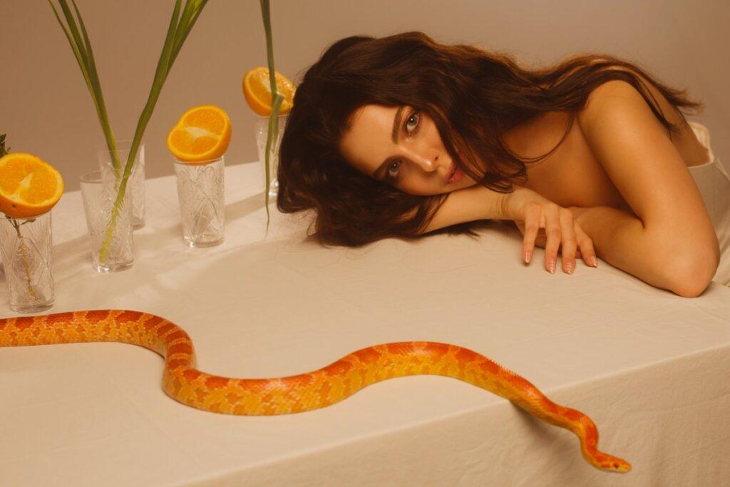Как менструальный цикл влияет на состояние кожи