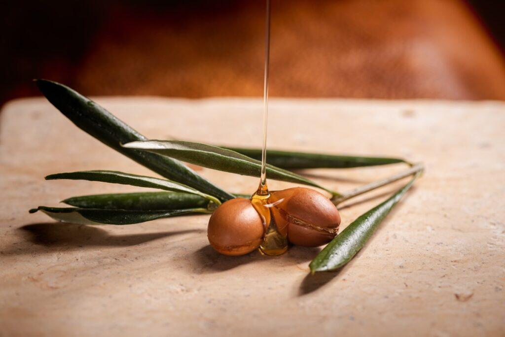 Как использовать аргановое масло в бьюти-рутине