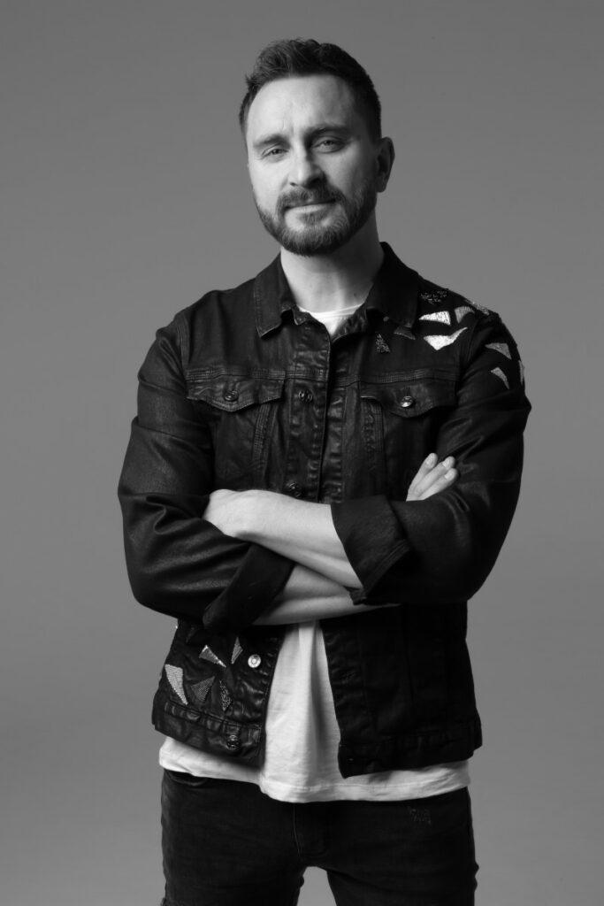 """Олег Собчук – вокалист, гитарист и лидер группы """"СКАЙ"""""""