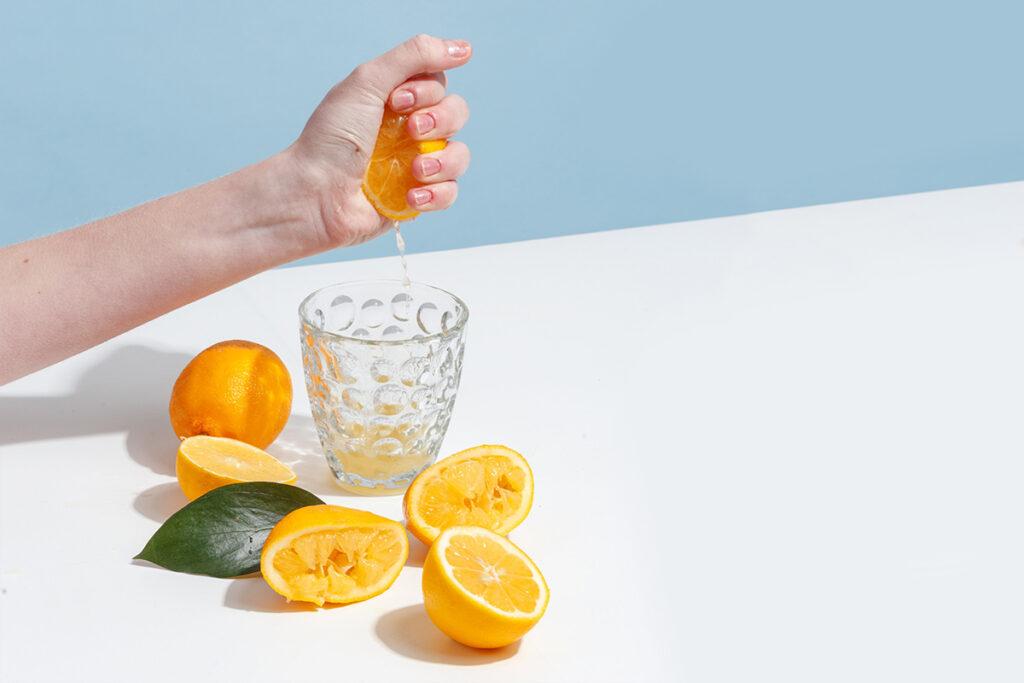 Вода с лимоном натощак: кому помогает, а кому вредит