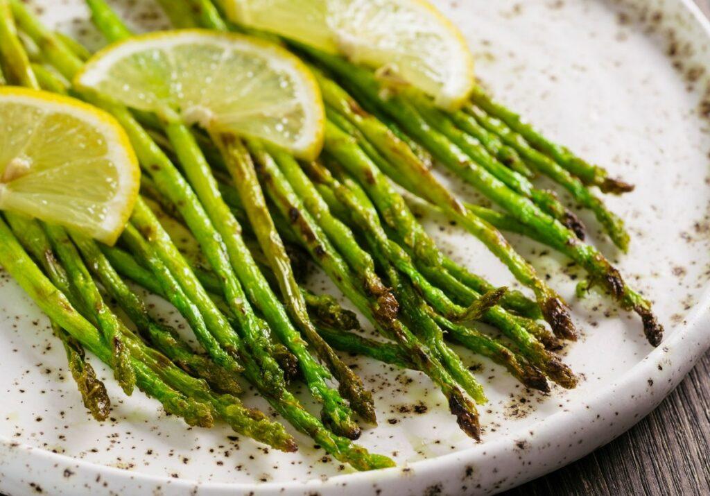 Як смачно приготувати спаржу на сковороді – весняний рецепт
