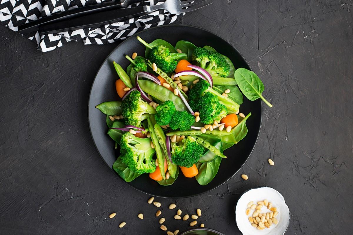 Вітамінна бомба: рецепти салатів із броколі