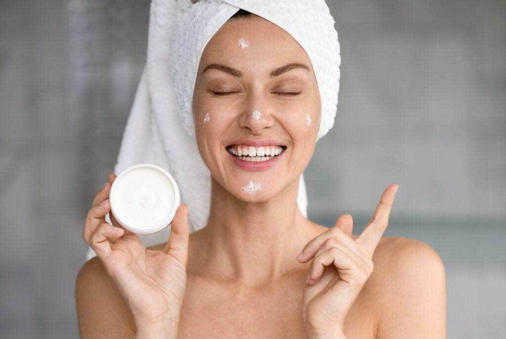 Зневоднена шкіра: причини і що з цим робити