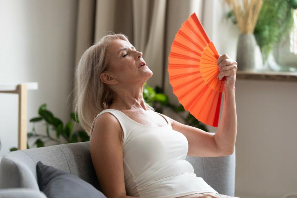 Как понять, что начинается климакс: симптомы, нужно ли лечить