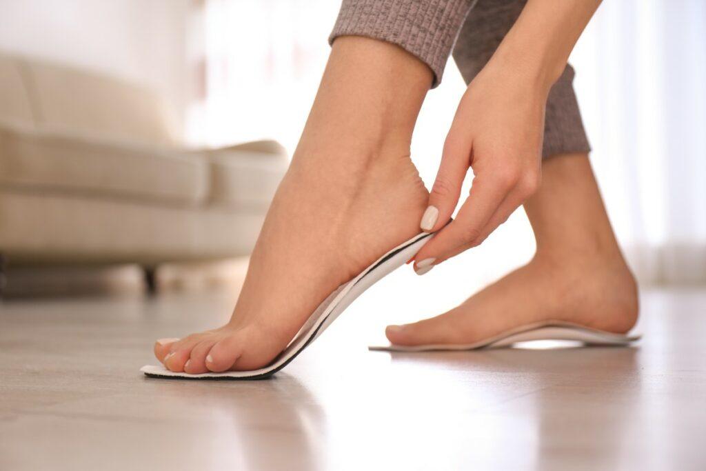 Как снять отеки ног в домашних условиях: 10 лучших способов