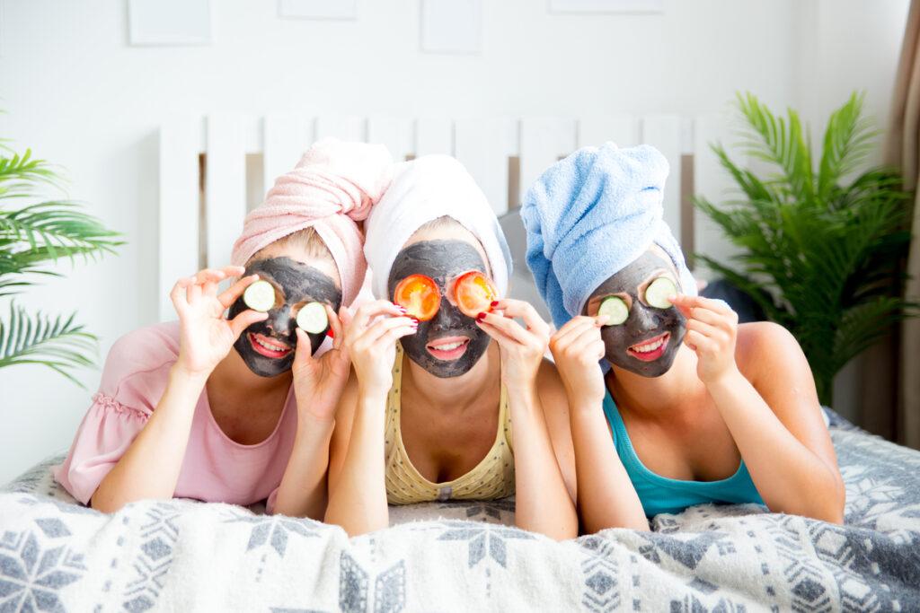 Омолаживающие маски для лица в домашних условиях: ТОП-4 для всех типов кожи