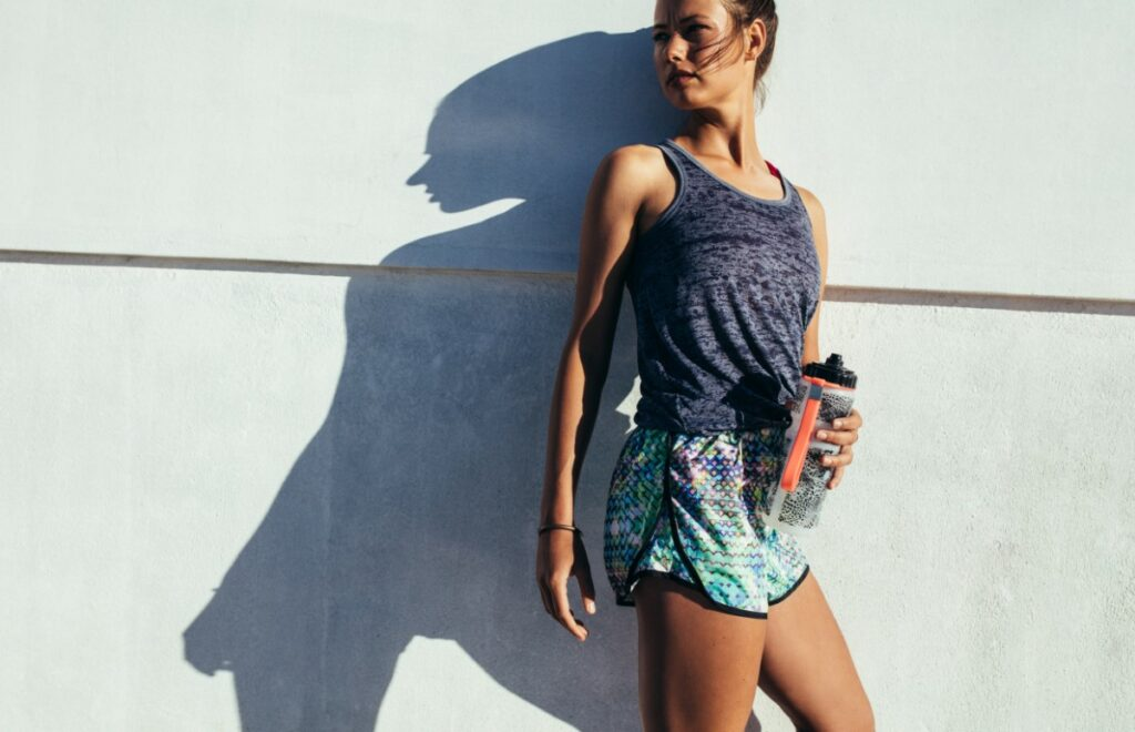 Почему так важно пить во время тренировок в жару и что такое водно-солевой баланс