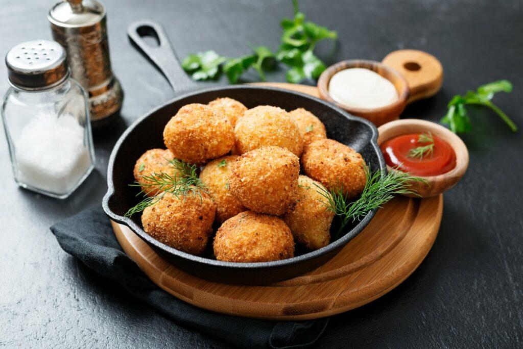 Картопляні крокети з сьомгою: як приготувати