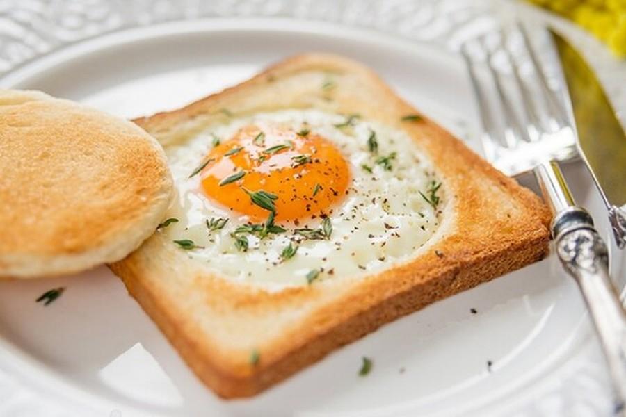 Яєчня по-французьки в хлібі – оригінальна подача простої страви