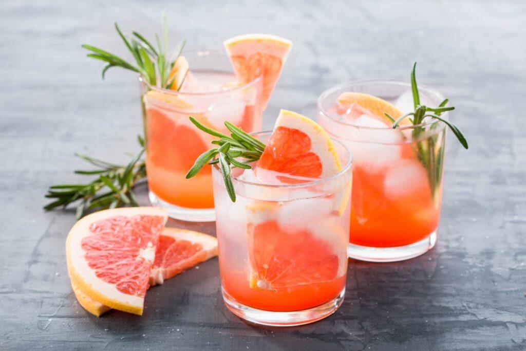 Вода с грейпфрутом и розмарином