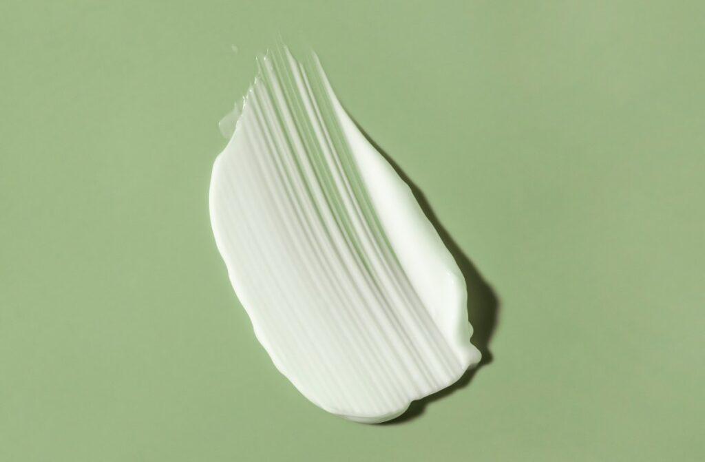 Молочна сироватка: користь, застосування в косметології