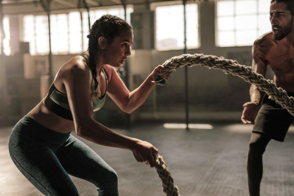 Упражнения с канатами: эффективность тренировки, как выполнять правильно
