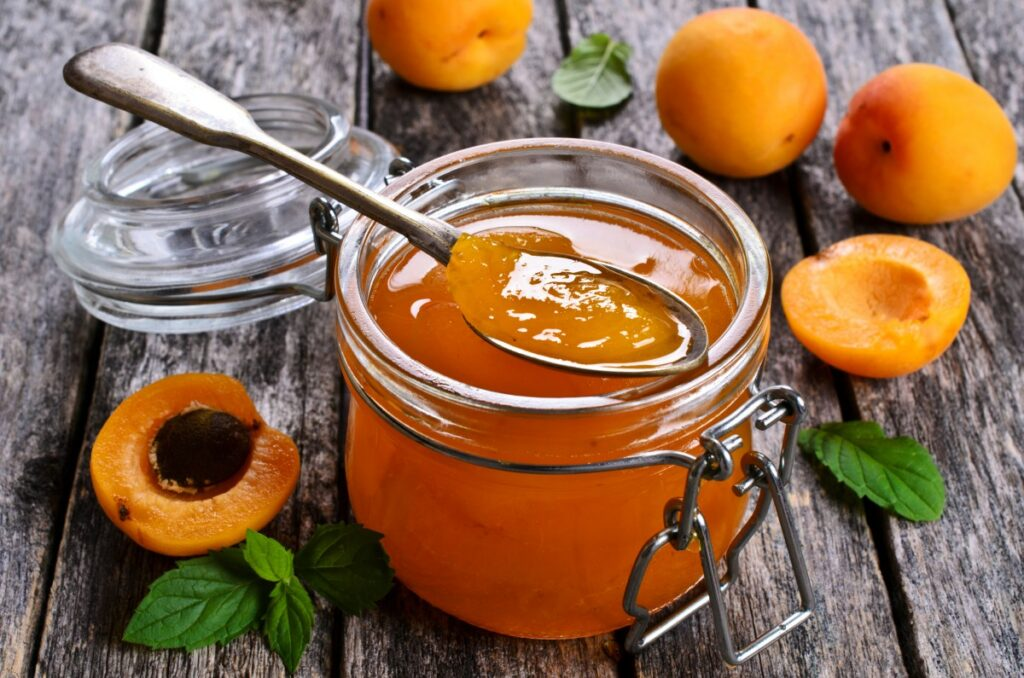 Джем из абрикосов с косточками — пошаговый рецепт
