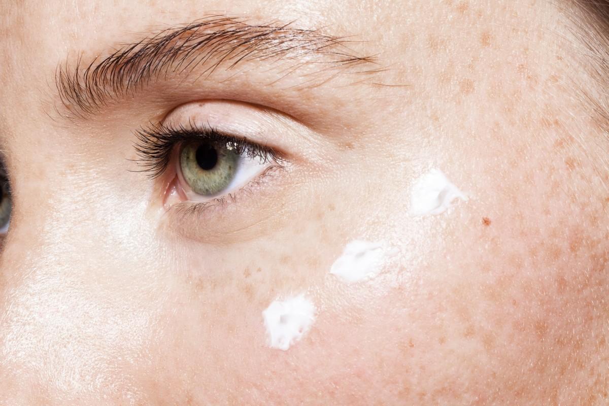 какой пилинг подходит для кожи вокруг глаз