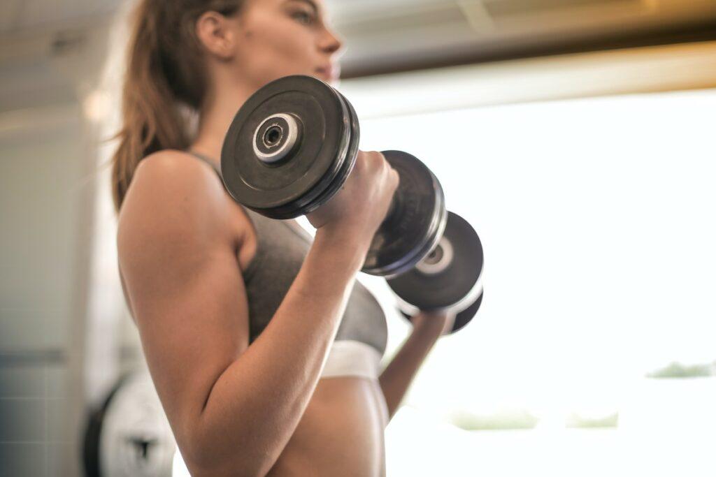Як зробити руки худими в домашніх умовах: ТОП-7 вправ