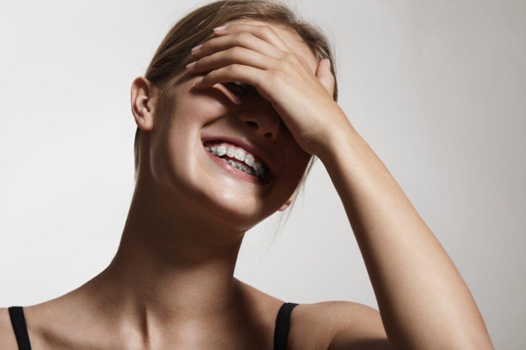 С улыбкой по жизни: как прикус влияет на молодость лица